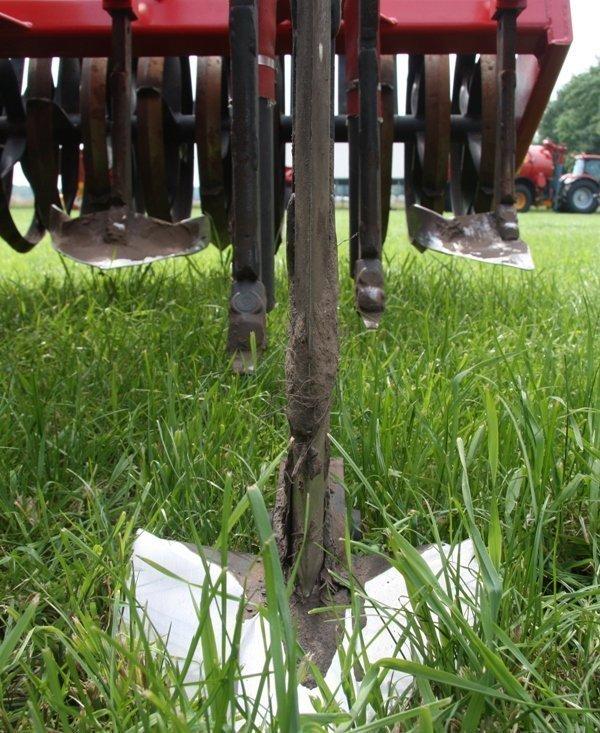 Tiefenlockerer Zinken mit 25 cm Schar mit zwei dahinter liegenden Injektorzinken, Typ Garanno