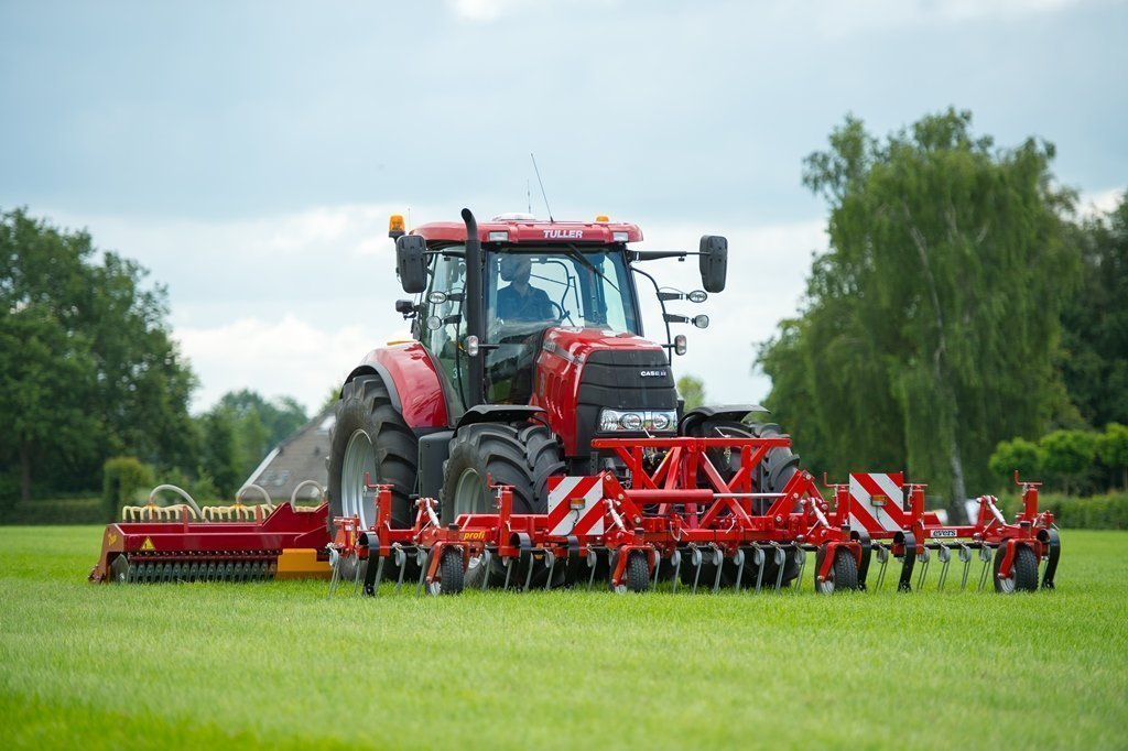 Grass Profi Frontstriegel mit Vredo Durchsämaschine