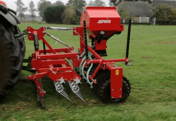 Grass Profi Nachsämaschine, angebaute Ausführung mit hydraulischer Sämaschine
