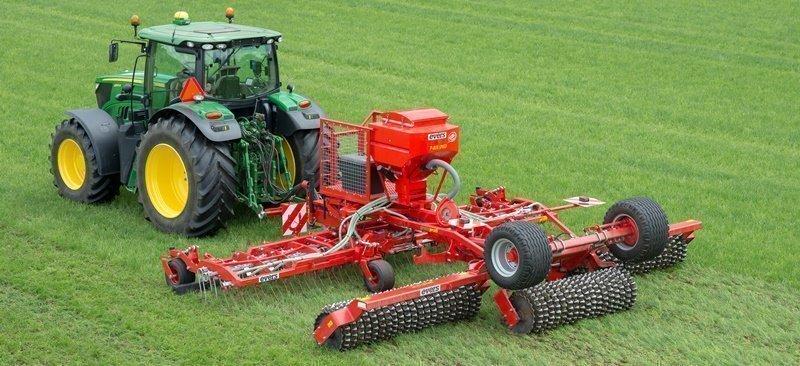 Grass Profi Nachsämaschine, gezogene Ausführung mit hydraulischer Sämaschine